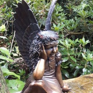 "Esoterik: Skulptur ""Grabengel"""