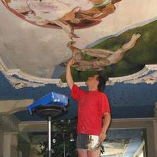 Schwimmbad mit dem Deckengemälde von Michelangelo