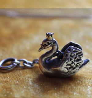 Schwan aus Silber mit Krone