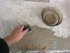 Das Mosaik wird verarbeitet