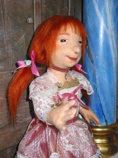 Greta im Dirndel aus Filz