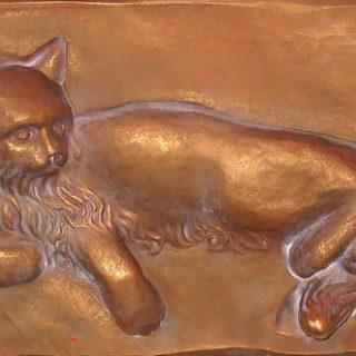 """Tierskulpturen: """"Katzenrelief"""""""