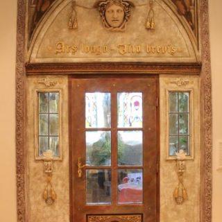 Raumgestaltung: Bemalung einer Eingangstür