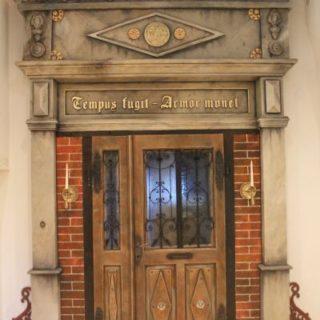Eingangstür wird zum kunstvollen Portal