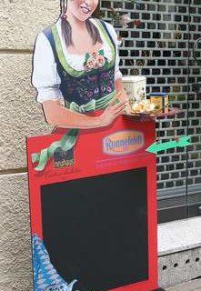 Die schöne Münchnerin, Aufsteller