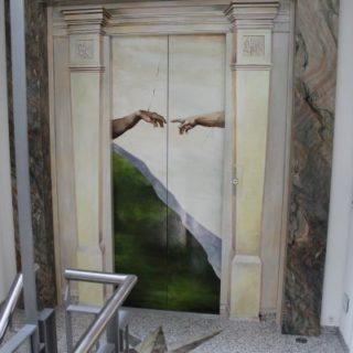 Raumgestaltung: Aufzugstürbemalung