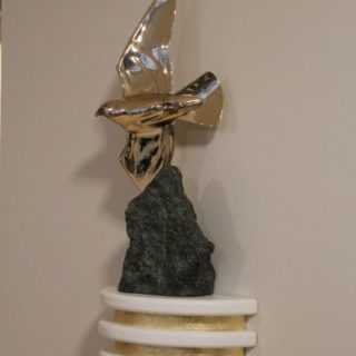 """Tierskulpturen: Skulptur """"Fliegender Falke"""""""