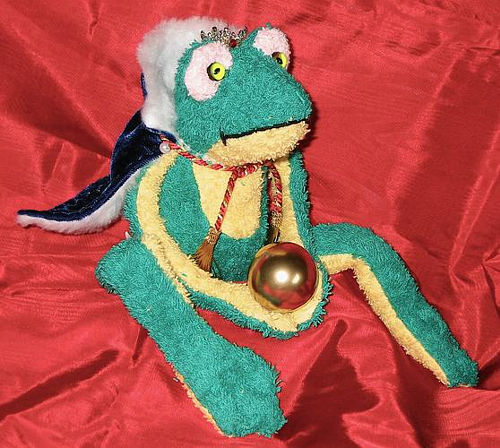 Froschkönig mit Kugel