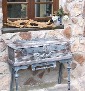 Moebel: Kommode aus einem alten Stuhl