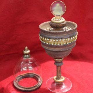 Pokal mit Glaskuppel_Buddha_Ganzansicht