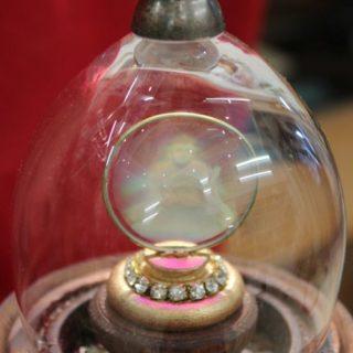Pokal mit Glaskuppel_Buddha_Glaskuppel