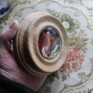 Reliquie mit gedrechselten Rahmen