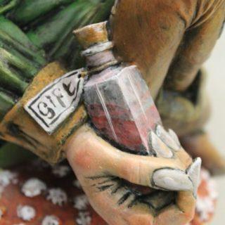 Giftzwerg aus Keramik bemalt