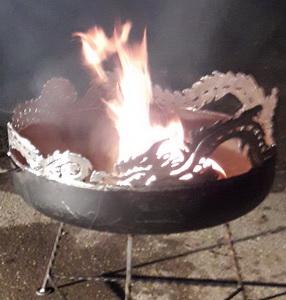 Spezielles: Feuerschale mit Drachen