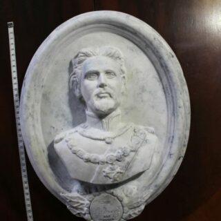 """Typisch-bayerisch: Skulptur """"König Ludwig II von Bayern"""", Relief"""
